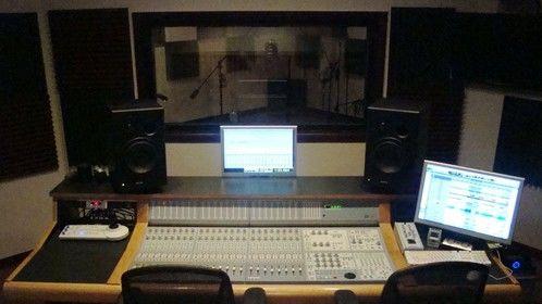 Control Room 18X18