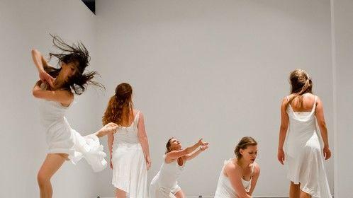 "Li-Ann Lim, Jessica Howard, Lucy Warren-Whitman, Katie Dunkel Zeek, Emily Jerant-Hendrickson ""the changing room"" 2012 Liza Voll"