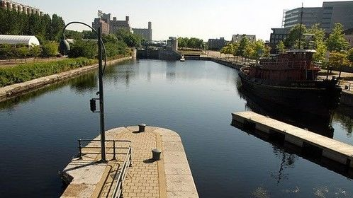 Montreal Leisure Navigation canal downtown
