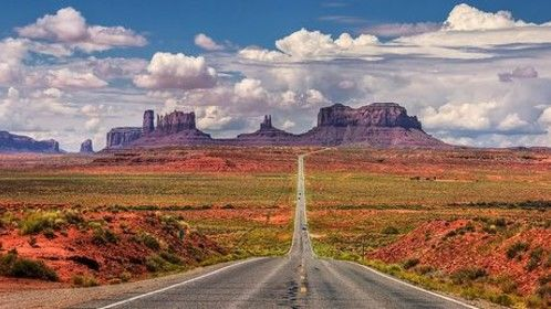 Approaching Monument Valley in Utah's Canyon Country, USA.