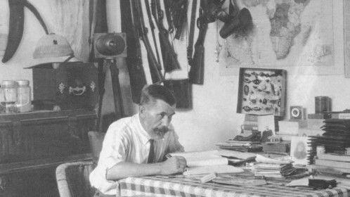 Casimir Zagourski, a photographer in his Leopoldville, Congo office - 1924