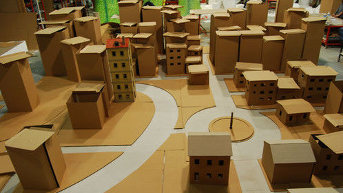 "Model cardboard city and plasticine globe for ""Dia"" comercial"