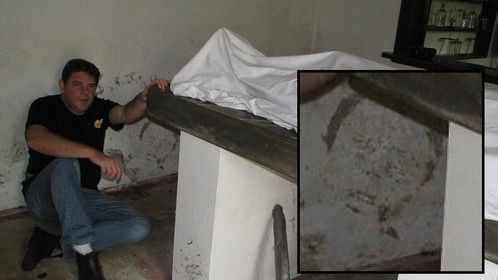 Me in the Morgue On Australia's Most Haunted, captures Ghost face on wall.