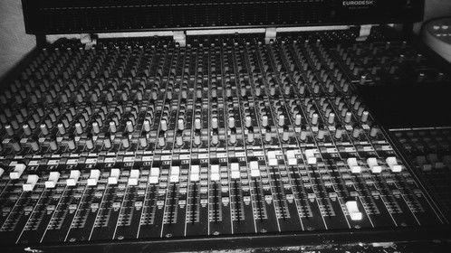 Behringer MXL900 (24/48 Mixing Desk)