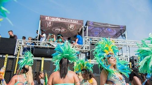 32 Subwoofer array and 64 Electrovoice line array and point source system for Caribana 2018.