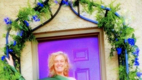 Tracy Elise has trained and supervised 65,000 hours of group sacred sexuality practice and trained over 800 healers.