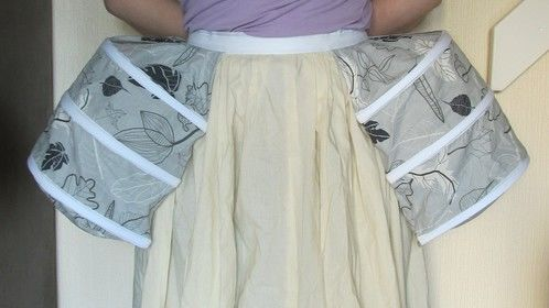 Period petticoat and pocket hoops