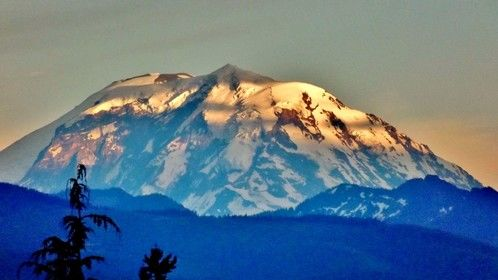 An unexpected light on Mt. Rainier. I dropped my dinner and grabbed my camera.  :^)