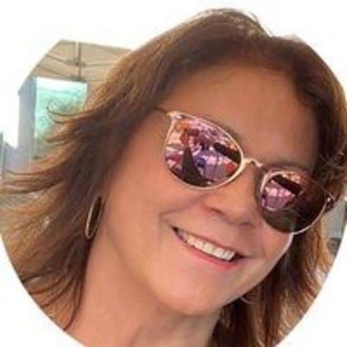 Carmen J Gomez