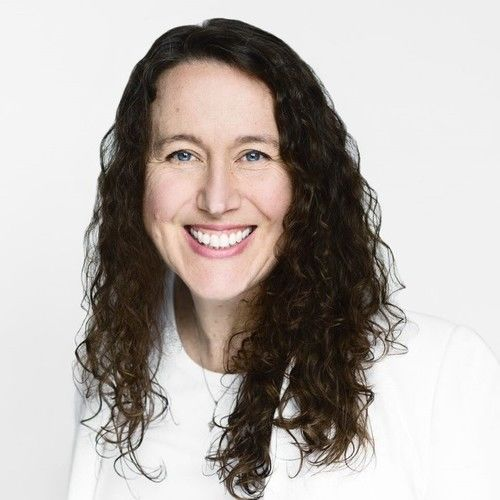 Claudia MacLean