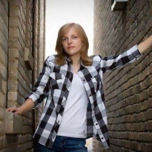 Lauren Welle