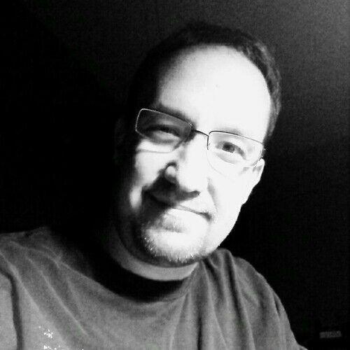 Adam J Fernandes