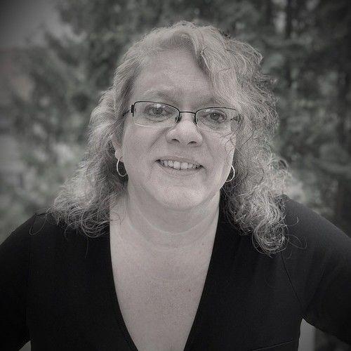 Lisa R Malone