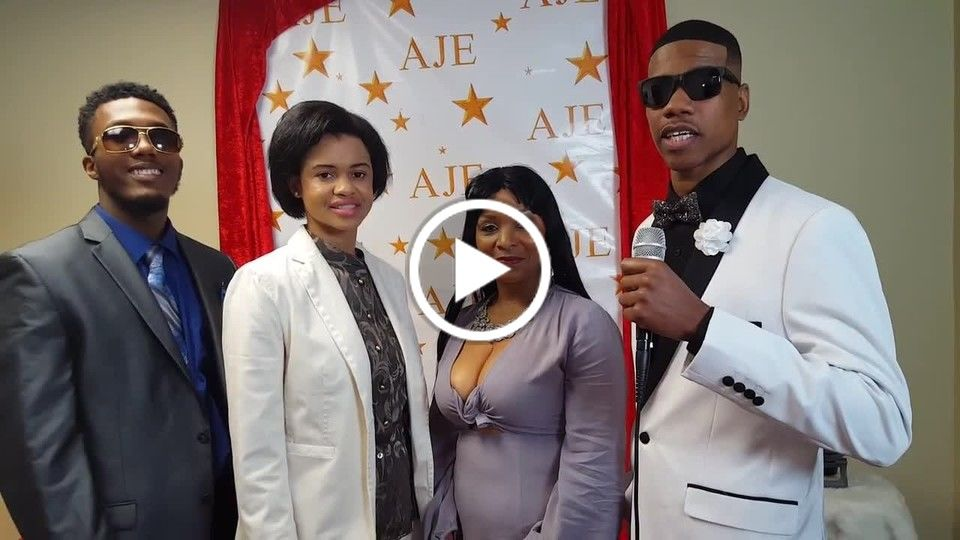Kenny the Co-Host of Dreamland TV Show ....  Kenny Live on Red Carpet 20161217_150313.mp4