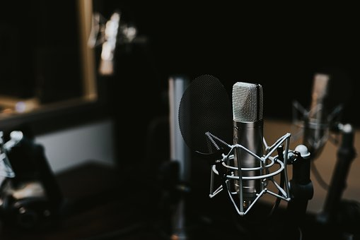 Five Reasons it Pays For Actors To Get into Voice Acting